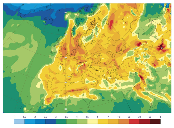 CAMS plot showing total column nitrogen dioxide over Europe. Units 1015 molecules per cm2.