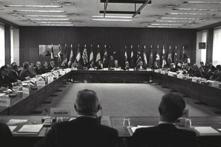 Delegates signing the ECMWF Convention