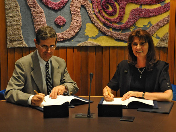 Florence Rabier and Silvio Cau signing high-level data centre agreement